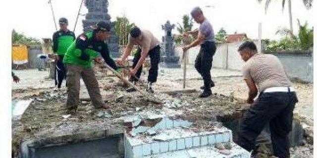 Anggota Polres Keerom Bersihkan Sejumlah Rumah Ibadah