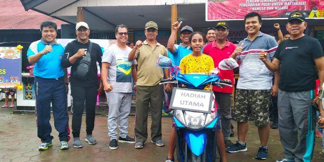 Semarakan HUT Bhayangkara, Polres Yapen Gelar Jalan Santai Berhadiah