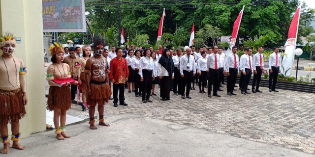 Melaksanakan Upacara Hari Kemerdekaan RI, Karyawan Hotel Horison Kotaraja Berbusana Adat Papua